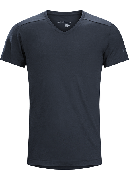 Performance focused V-neck made from Polylain™ wool/polyester blend. Designed for active urban living and bicycle commutes.