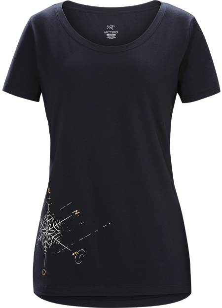 Scoop neck T-shirt with snowflake and compass graphic made with organically grown cotton.