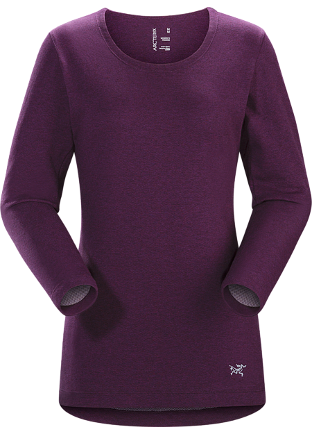 Women's long-sleeved DryTech™ crew neck for casual wear in town.