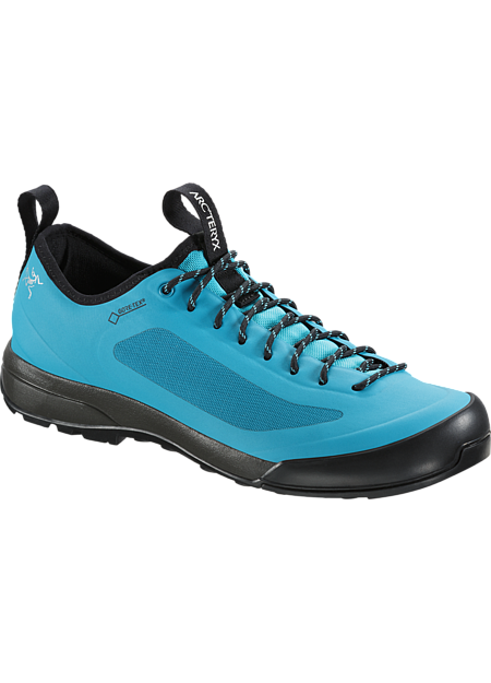 Ultra-lightweight, agile approach shoe with exceptional fit and GORE-TEX protection. SL: Superlight.