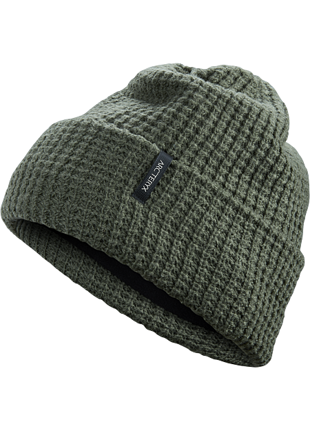 Warm, fitted wool toque with a classic chunky knit and soft polyester lining.