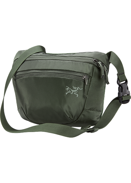 Versatile 2.5L waistpack organizes small necessities for quick trips and travel.