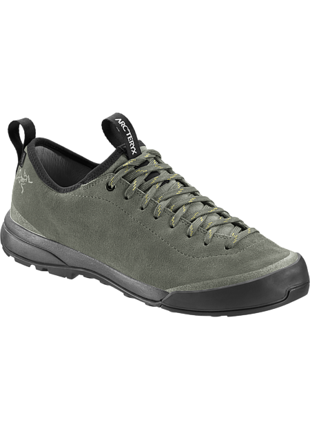 Leather approach shoe designed for optimal fit, agility and versatility.
