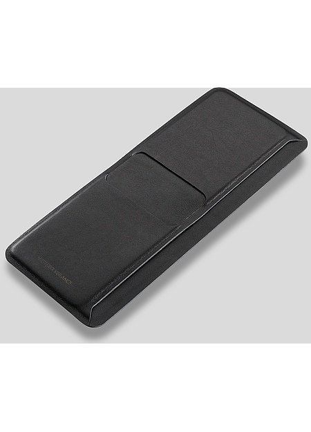 Artfully engineered leather billfold with a laminated stitchless construction to create slimness.