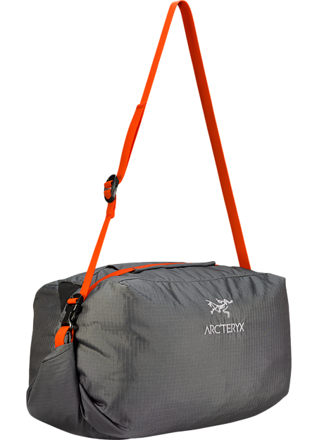 Simple, functional rope bag with integrated tarp and a unique loading system that makes it easy to pack the rope into the main compartment for fast easy transport between climbs.