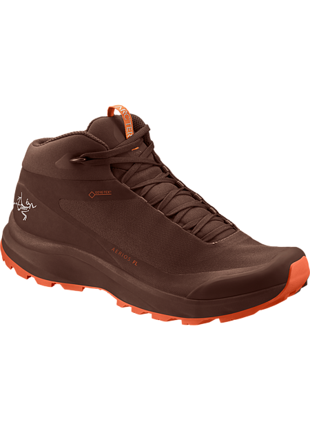 Supportive, light and agile GORE-TEX footwear for hiking technical terrain.