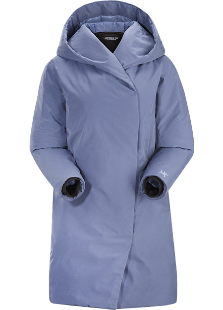 A lightly insulated GORE THERMIUM™ cocoon coat for weather protection in urban environments.