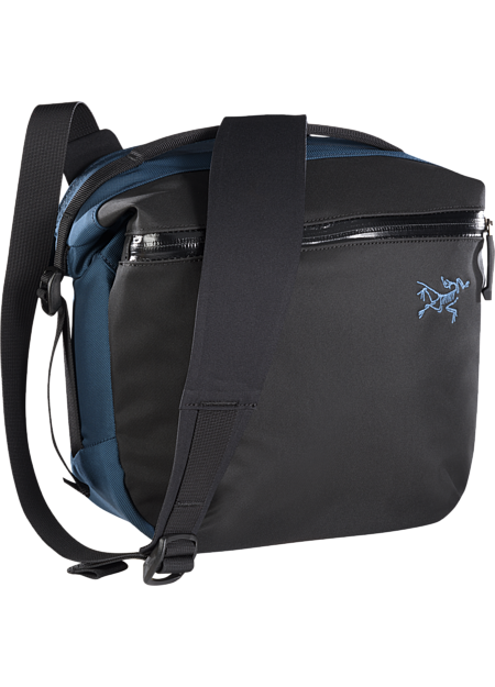 Arro 8 Shoulder Bag  Nereus