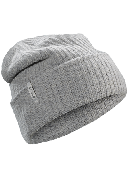 Stylish and warm chunky knit toque with a subtle Arc'teryx logo.