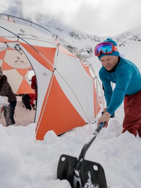 Stian shovelling snow
