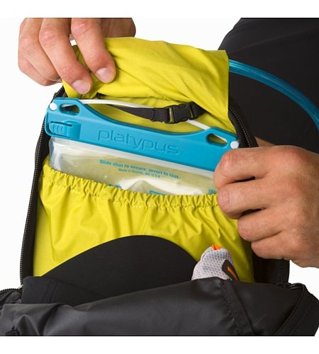Aerios 10 Backpack Raven Hydration Pocket