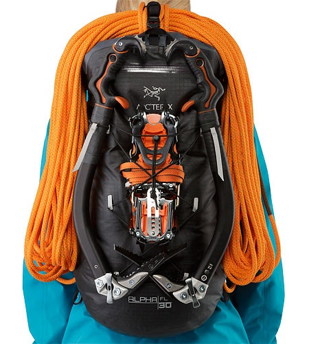 Alpha FL 30 Backpack Black Bungee Attachment