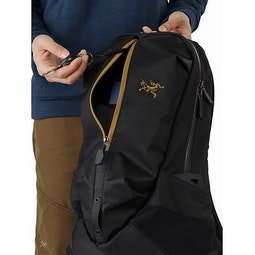 Arro 22 Backpack 24K Black Front Pocket