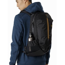 Arro 22 Backpack 24K Black Mesh Stow Pocket