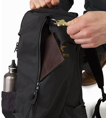 Arro 22 Backpack Black Key Clip