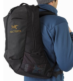 Arro 22 Backpack Black Side Pocket
