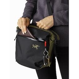 Arro 8 Shoulder Bag Wildwood Front Pocket