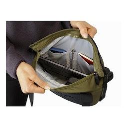 Arro 8 Shoulder Bag Wildwood Main Compartment Open