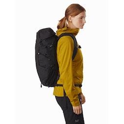 Brize 25 Backpack Black Side View