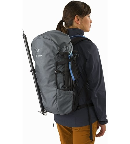 Brize 25 Backpack Neptune Side Pockets