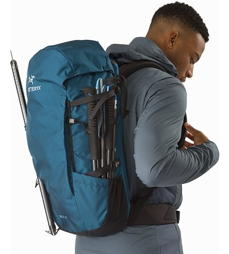 Brize 32 Backpack Iliad Side Pockets