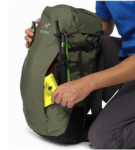 Brize 32 Backpack Joshua Tree Front Pocket