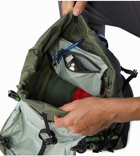 Brize 32 Backpack Joshua Tree Internal Pocket
