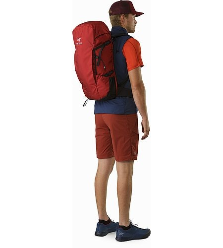 Brize 32 Backpack Red Beach Back View