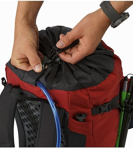 Brize 32 Backpack Red Beach Top Strap
