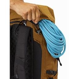 Brize 32 Backpack Yukon Lid Closure
