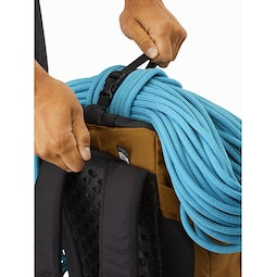 Brize 32 Backpack Yukon Top Strap