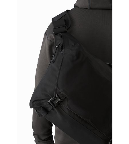 Courier Bag 15 Black Back Detail