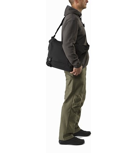Courier Bag 15 Black Profile