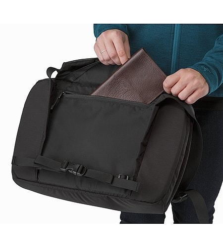 Fyx 9 Messenger Bag Black Back Panel