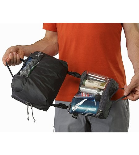 Index Large Toiletries Bag Pilot Aufgeklappt