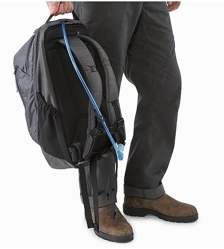 Mantis 26 Backpack Pilot Hydration Port