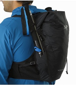 Norvan 14 Hydration Vest Black Pole Carry Pockets