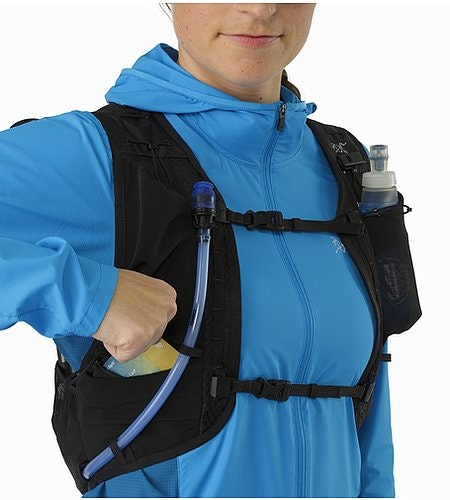 Norvan 7 Hydration Vest Black Front Zippered Pocket