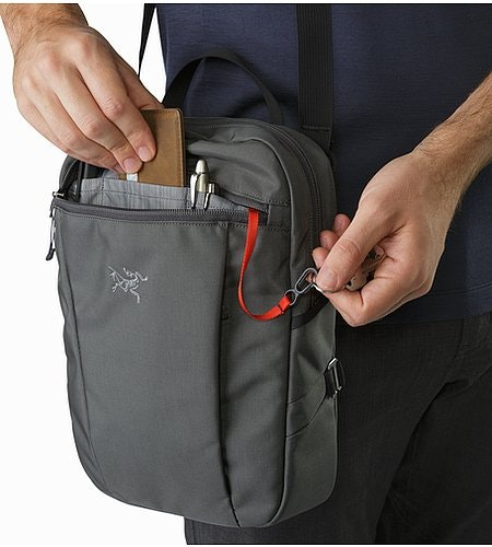 Slingblade 4 Shoulder Bag Pilot Front Zip Pocket