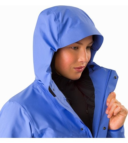 Solano Coat Women's Cloudburst Hood Up